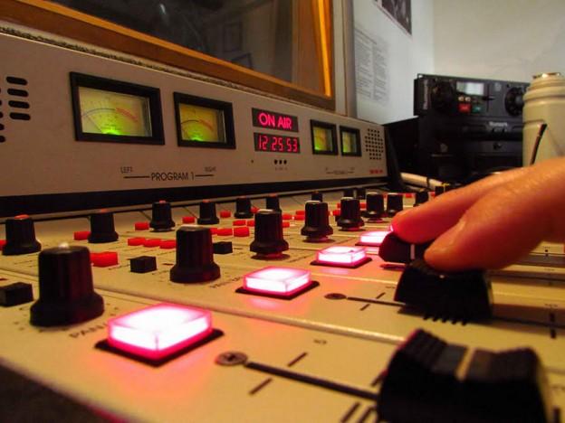 """""""Conversatorios acerca de las radios universitarias, la producción de contenidos radiofónicos y la actividad periodística en nuestros días"""""""