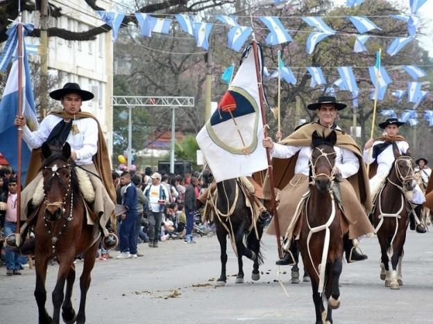 1-120-agrupaciones-gauchas-formaron-parte-del-desfile-por-el-exodo-jujeno_20786