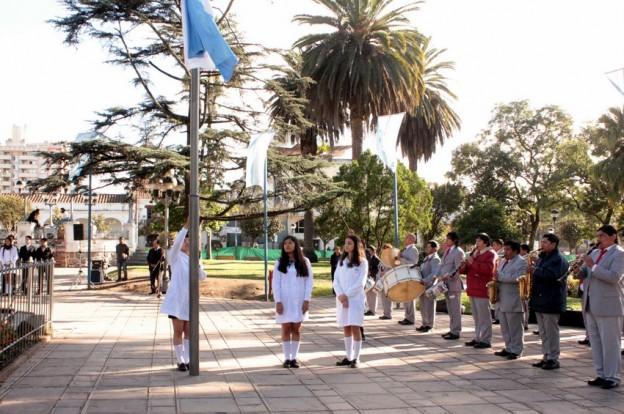 1-Izamiento de bandera a cargo del nacional 1 4