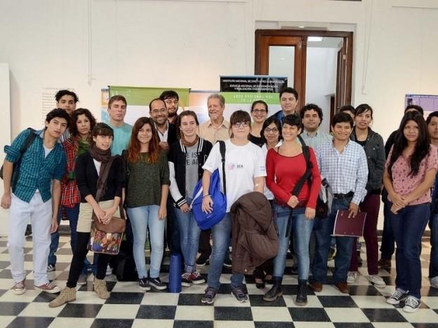 1-autoridades-provinciales-junto-a-alumnos-que-iniciaron-ciclo-lectivo_17114