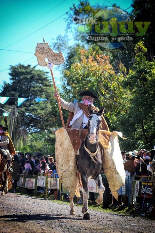1-desfile-BICENTENARIO-DEL-DÍA-GRANDE-DE-JUJUY-01