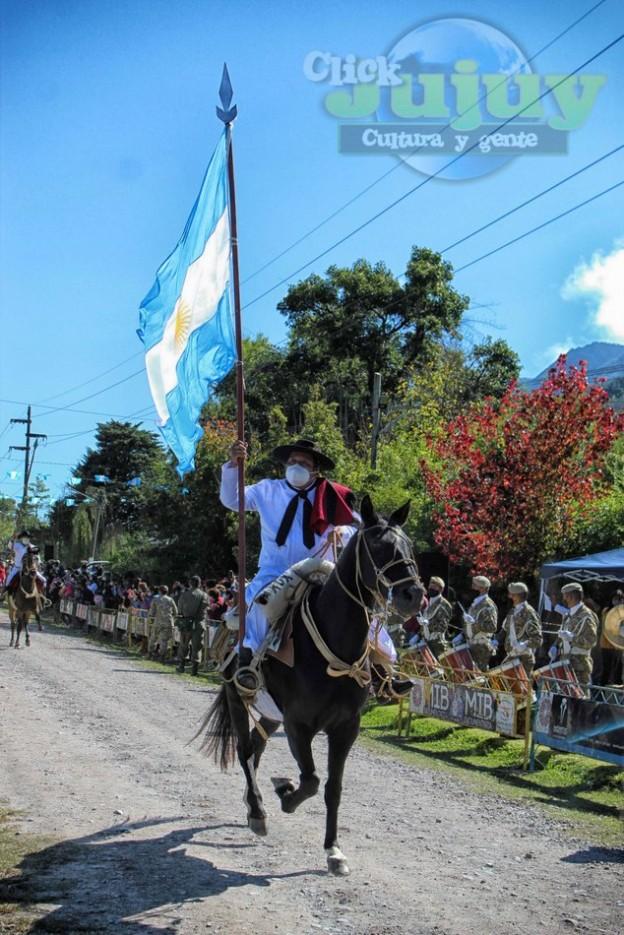 1-desfile-BICENTENARIO-DEL-DÍA-GRANDE-DE-JUJUY-18