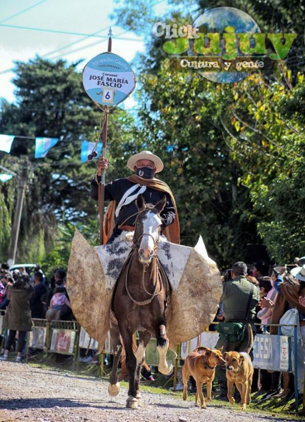 1-desfile-BICENTENARIO-DEL-DÍA-GRANDE-DE-JUJUY-25
