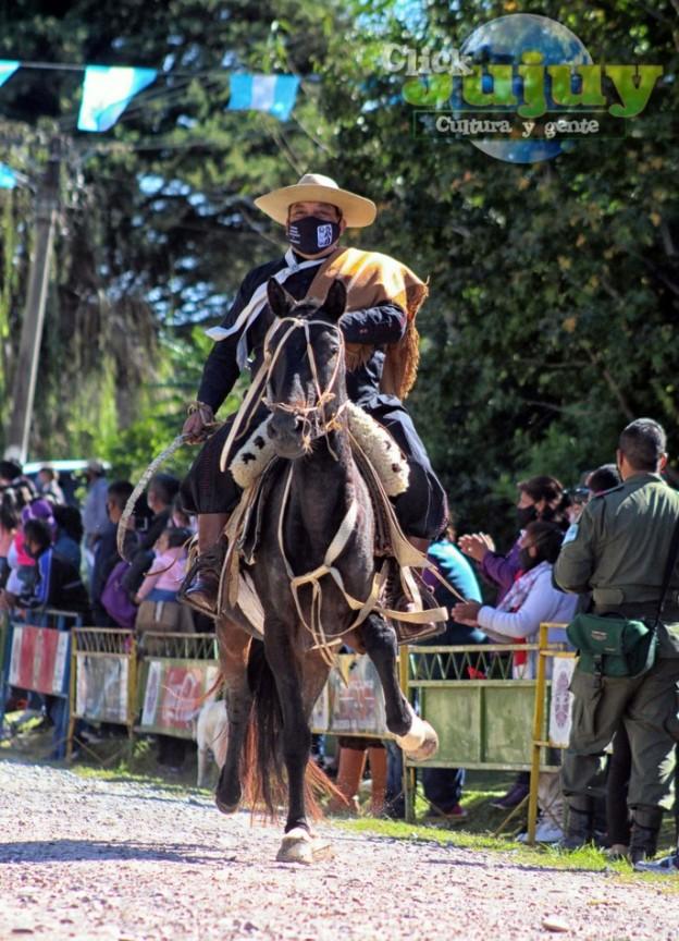 1-desfile-BICENTENARIO-DEL-DÍA-GRANDE-DE-JUJUY-32