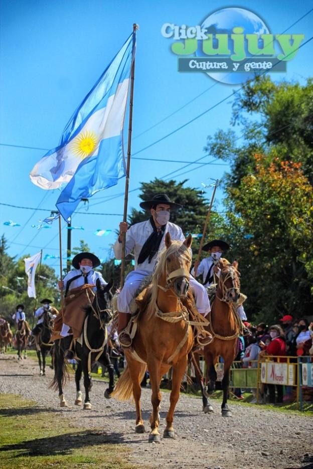 1-desfile-BICENTENARIO-DEL-DÍA-GRANDE-DE-JUJUY-46