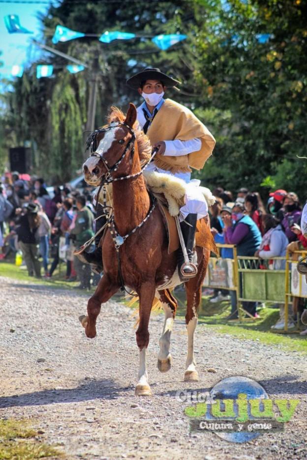 1-desfile-BICENTENARIO-DEL-DÍA-GRANDE-DE-JUJUY-48