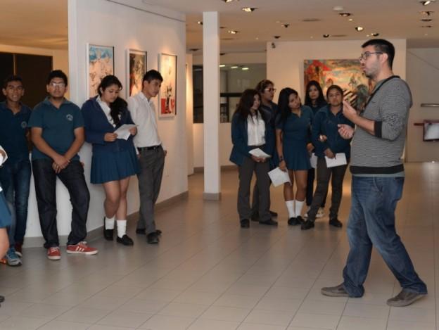 1-el-coordinador-de-culturarte-tomas-bree-durante-unas-de-las-visita-guiadas-a-los-colegios_25311