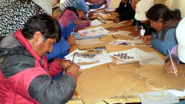 Talleres de capacitación para artesanos textiles de la puna