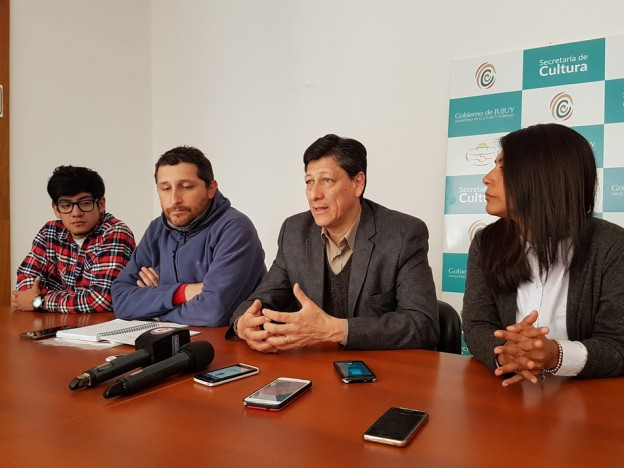 Aldan junto a representantas de AJRA