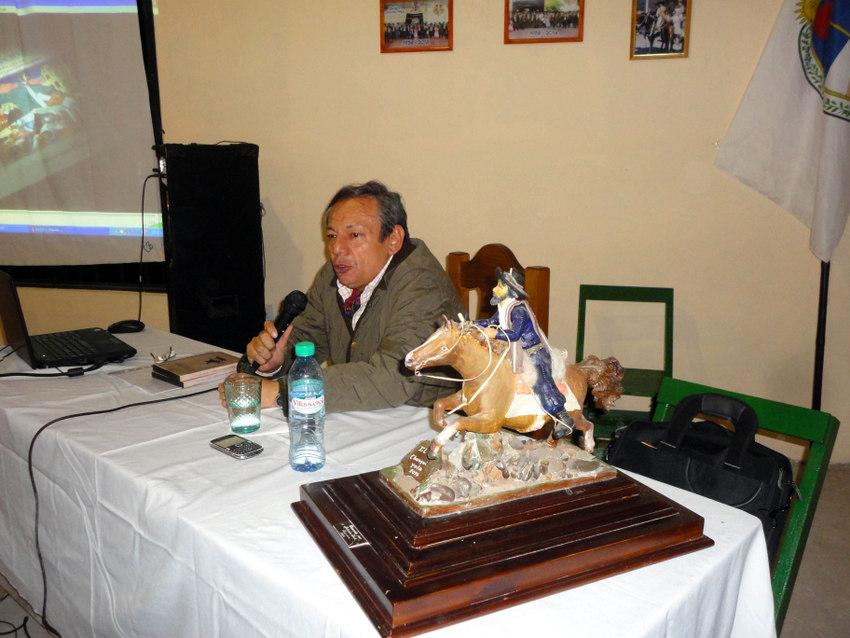 Ciclos de Historia en el Centro Gaucho Yala (3)