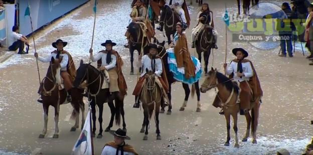 Desfile Civico Militar y Gaucho por los 200 Años de la Independencia Argentina 3