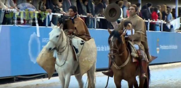 Desfile Civico Militar y Gaucho por los 200 Años de la Independencia Argentina
