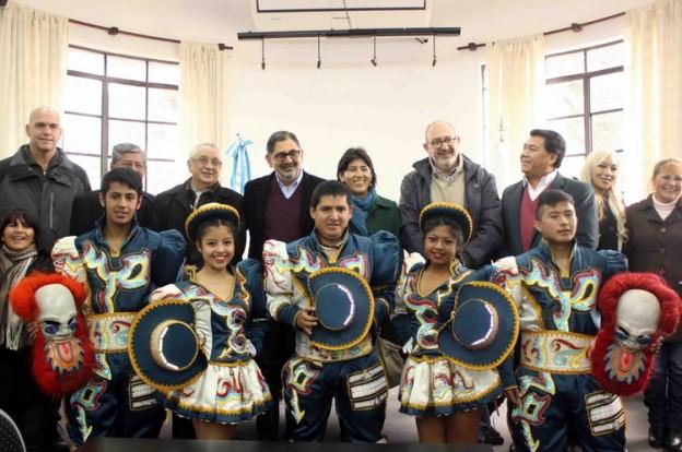 Desfile de la colectividad boliviana en el marco del aniversario de su Independencia