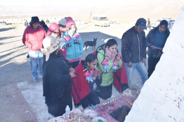 El Aguilar realizó la ceremonia de la Corpachada a la Pachamama (4)