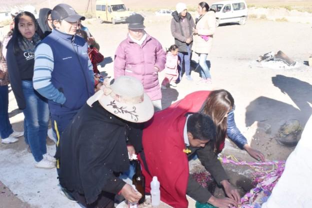 El Aguilar realizó la ceremonia de la Corpachada a la Pachamama (5)