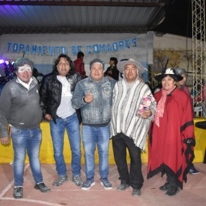 El tradicional jueves de comadres se celebró a pleno en El Aguilar (11)