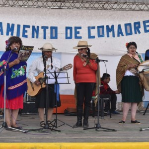 El tradicional jueves de comadres se celebró a pleno en El Aguilar (12)