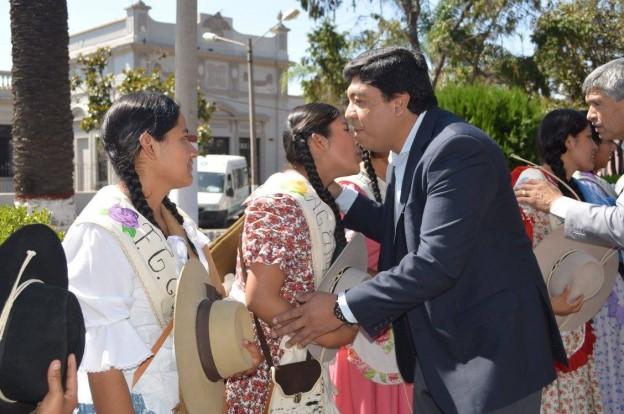 en-el-marco-del-dia-de-la-tradicion-las-candidatas-estuvieron-visitando-la-ciudad-de-el-carmen-2