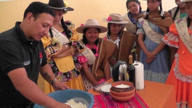 en-el-marco-del-dia-de-la-tradicion-las-candidatas-estuvieron-visitando-la-ciudad-de-el-carmen-4