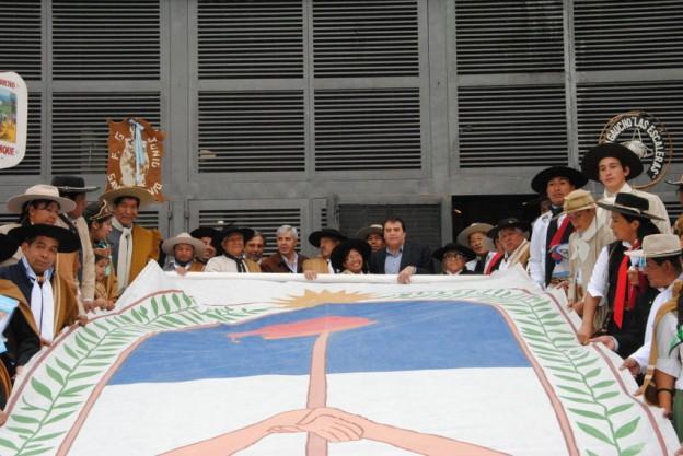 Entrega de Banderas a Agrupaciones Gauchas (7)