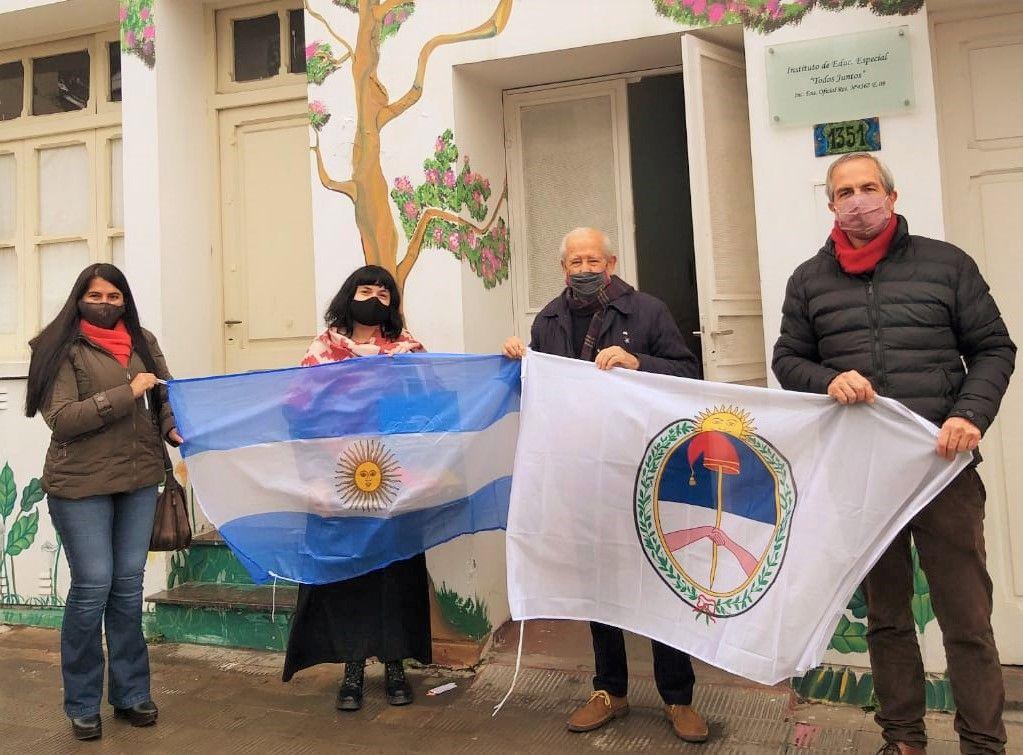 Entrega de Banderas a Asociación Todos Juntos