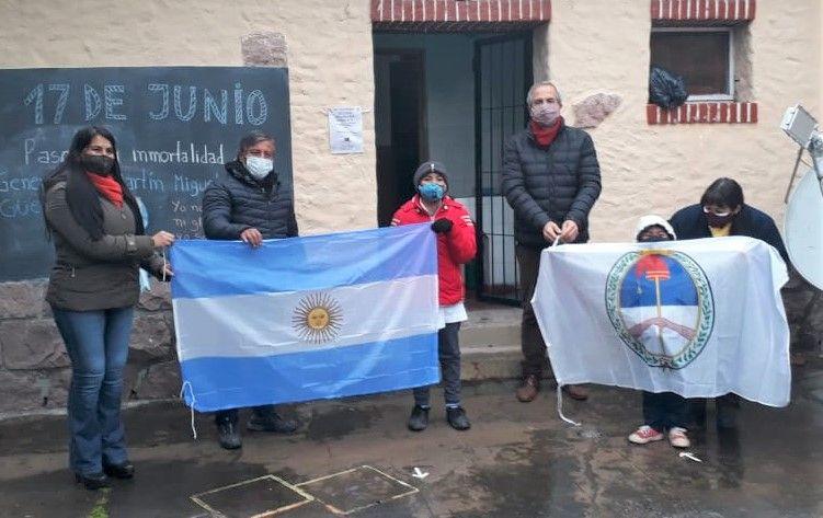 Entrega de Banderas a Escuela Nº 118 Juan M. de Arismendi - Termas de Reyes