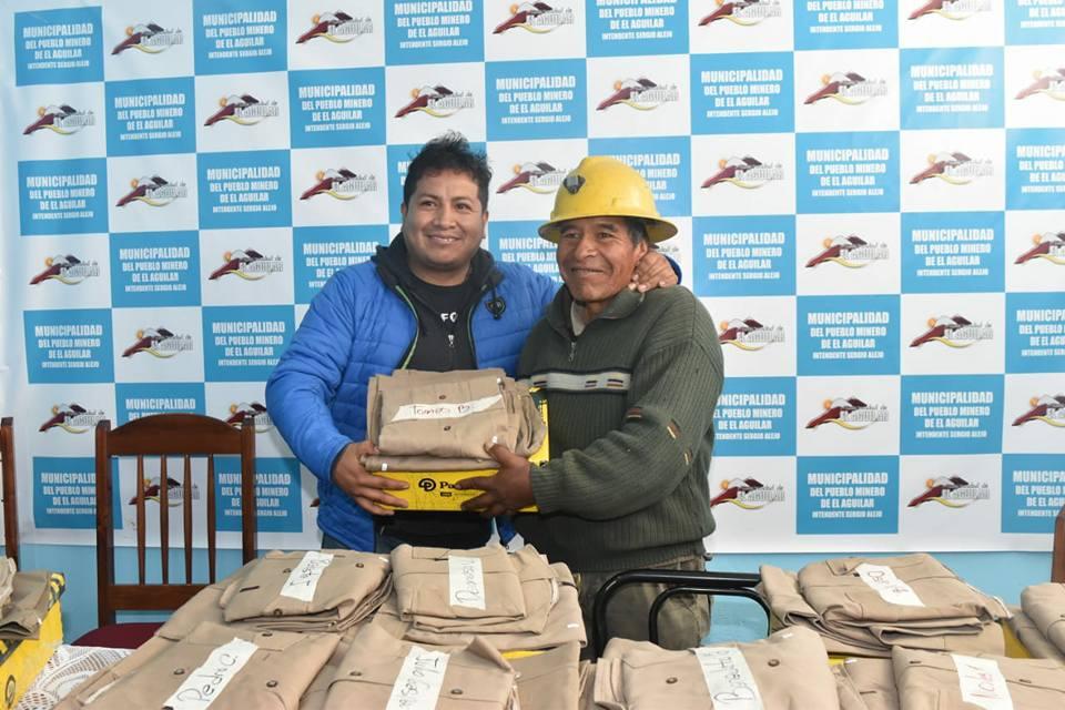 Entrega-de-ropa-de-trabajo- en-el-Aguilar (2)