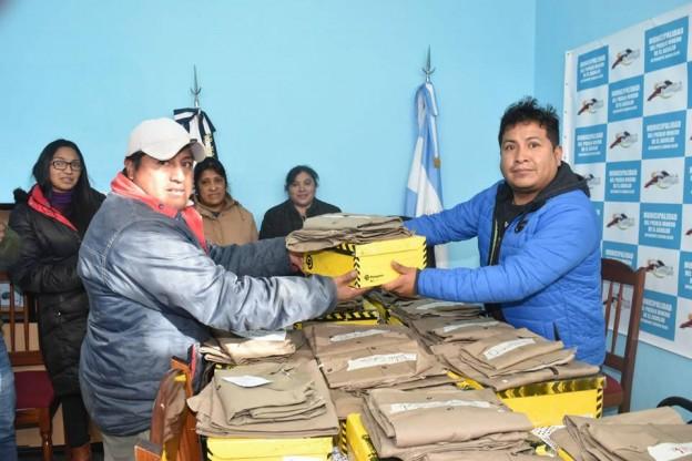 Entrega-de-ropa-de-trabajo- en-el-Aguilar (3)