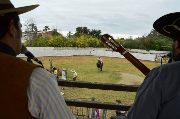 HISTORICO REGRESO DE LA JINETEADA AL CENTRO GAUCHO CORONEL ARENAS (10)