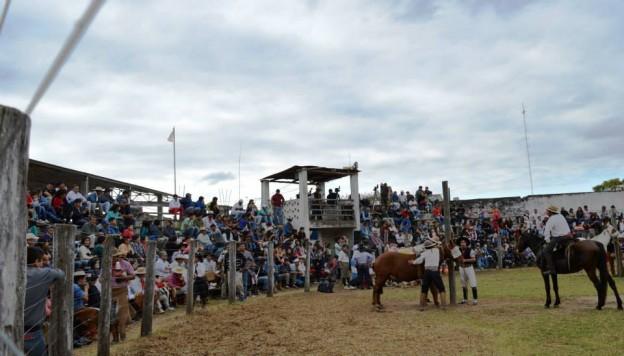 HISTORICO REGRESO DE LA JINETEADA AL CENTRO GAUCHO CORONEL ARENAS