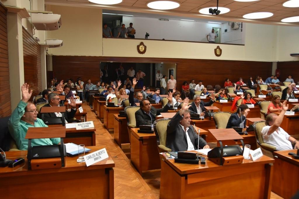 LA LEGISLATURA APROBÓ DOS LEYES IMPORTANTES PARA LA PROVINCIA (2)