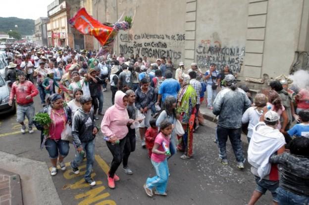 La comparsa los Alegres Quemagomas enterro el carnaval