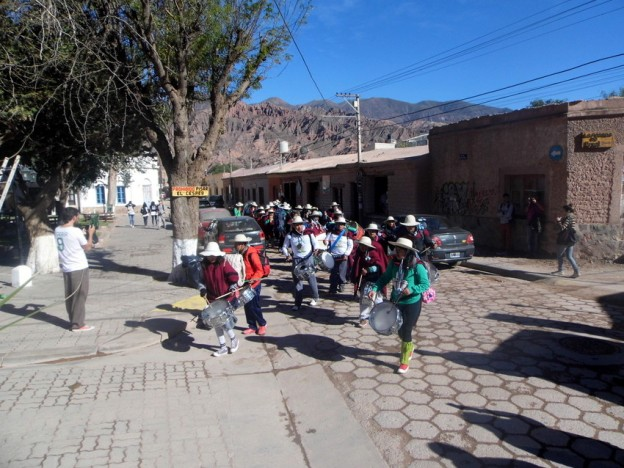 Las Bandas de Sikuris parten hacia el Santuario del Abra de Punta Corral (2)