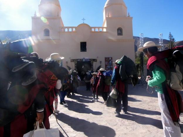 Las Bandas de Sikuris parten hacia el Santuario del Abra de Punta Corral