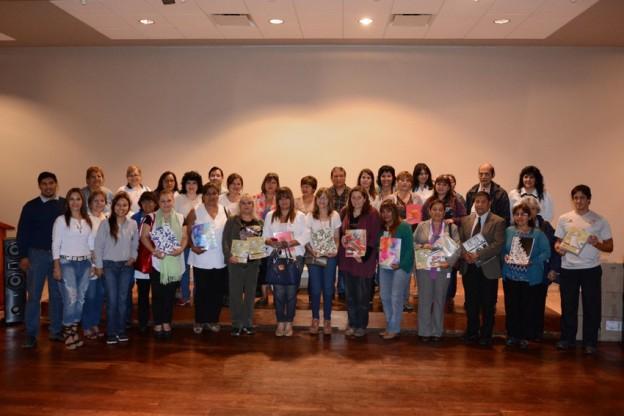 Ledesma entregó 15.000 cuadernos a los docentes de Región V