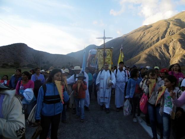 Masiva concurrencia en peregrinación hacia Tumbaya con al imagen de la Virgen del Abra de Punta Corral de Tilcara (8)