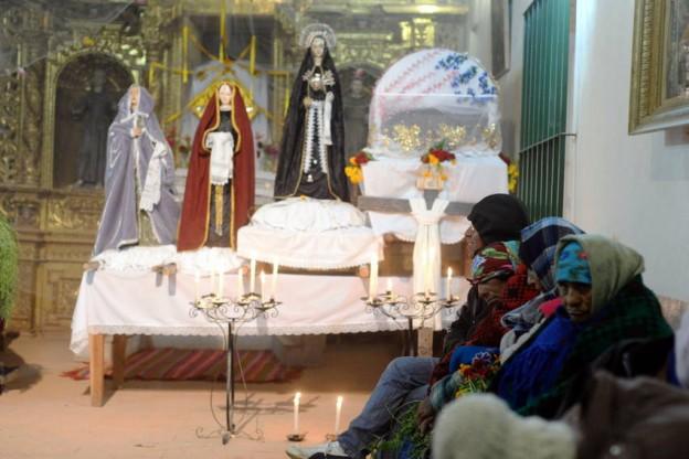 PROFUNDA DEVOCION EN SEMANA SANTA (3)