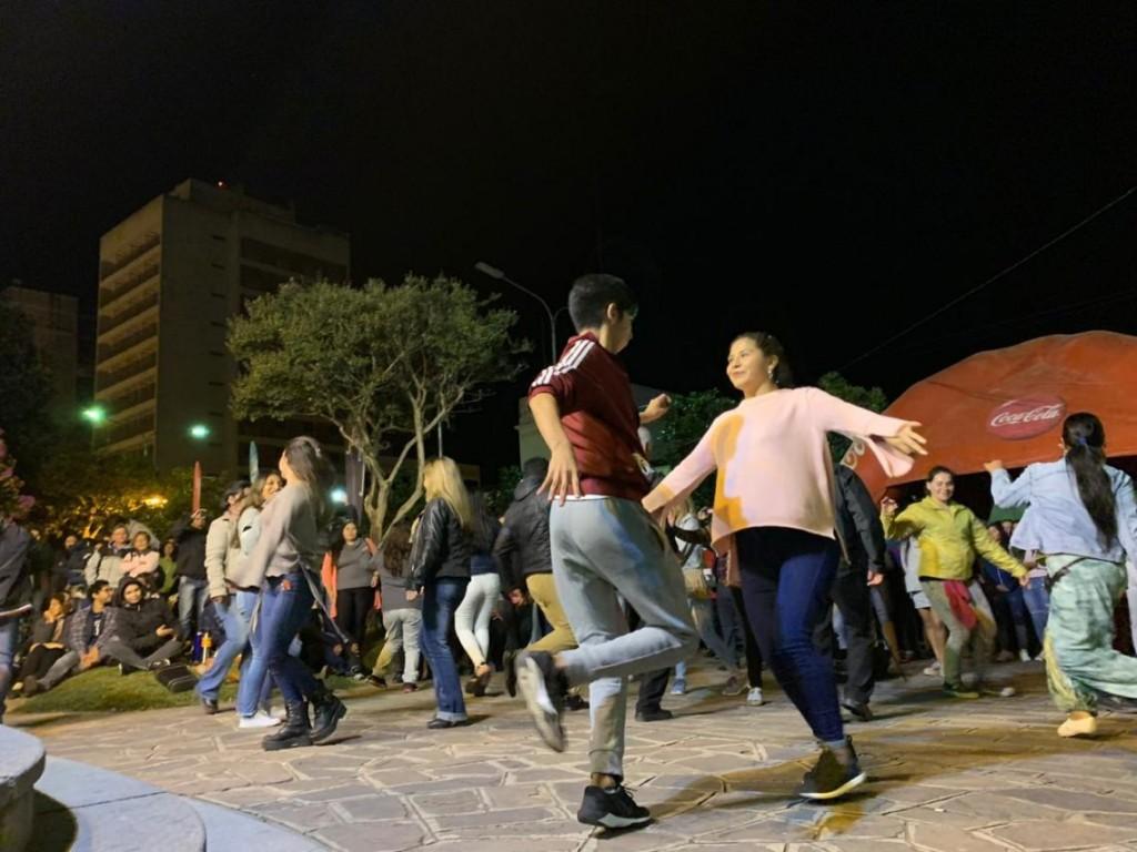Plaza-Viva-a-pura-danza-y-buena-música-1140x855