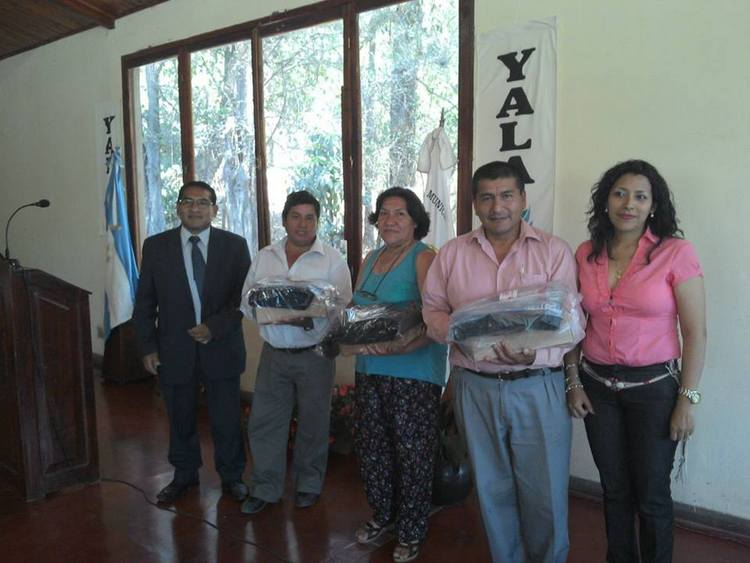 Entrega de Indumentaria en el Municipio de Yala