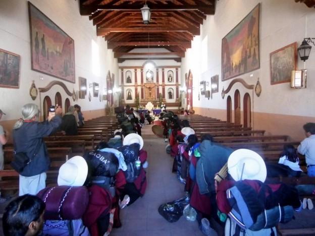 as Bandas de Sikuris parten hacia el Santuario del Abra de Punta Corral (2)