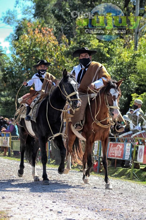 desfile-BICENTENARIO-DEL-DÍA-GRANDE-DE-JUJUY-59