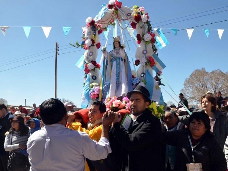 gonzalo-morales-participando-de-la-procesion-en-honras-a-la-virgen-de-la-asuncion_11996