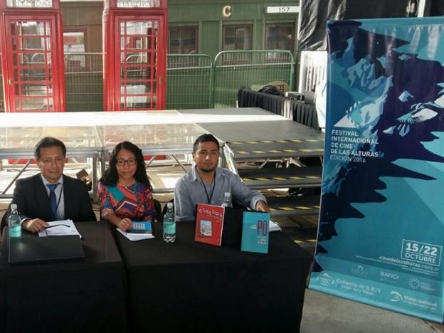 la-directora-provincial-de-derechos-culturales-rebeca-chambi-chile-junto-a-dos-escritores-jujenos-borda-y-villarroel_25770